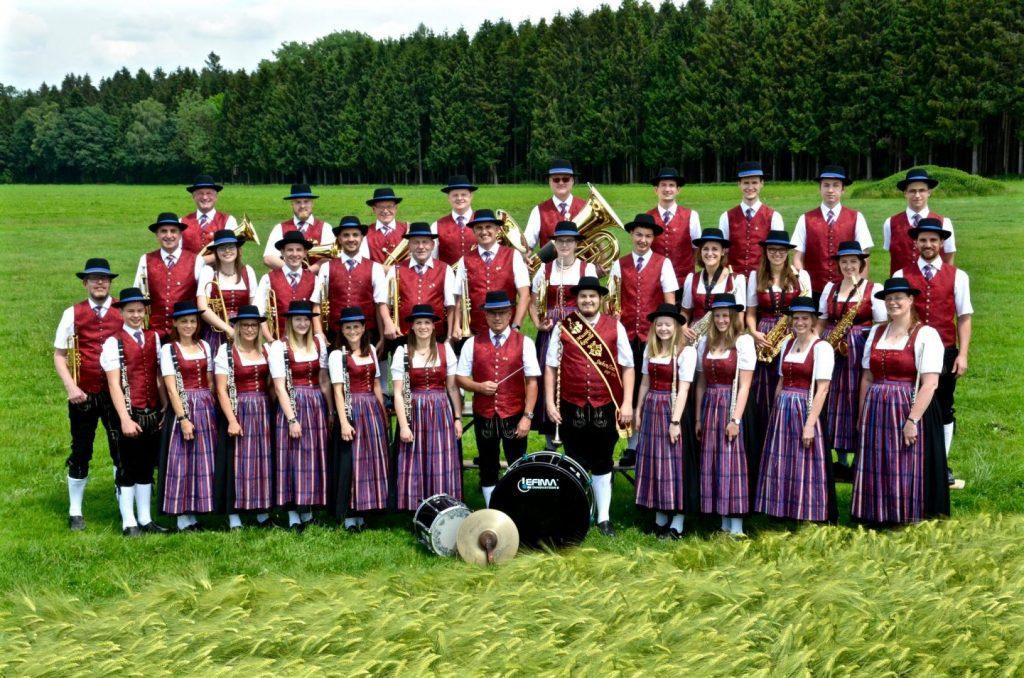 MK Suben Gruppenfoto rot (c) Andreas Zöbl.jpg